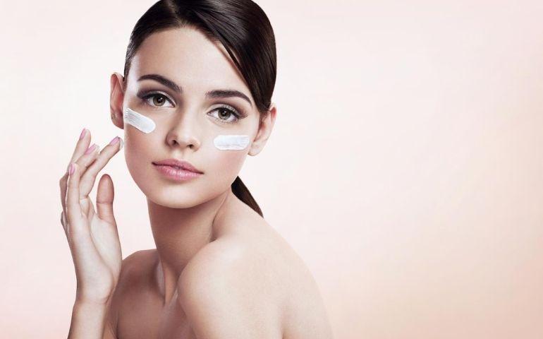 Acido ialuronico: qual è la sua funzione sulla pelle?